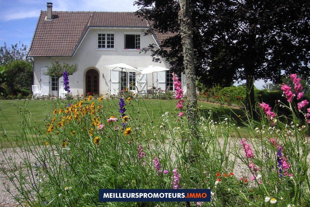 maison jardin fleurs