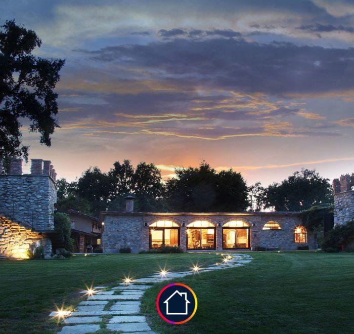 grande maison nuit lumière