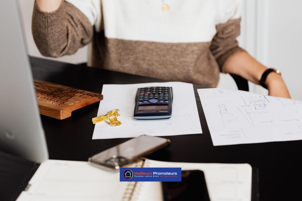 Bureau et calculatrice